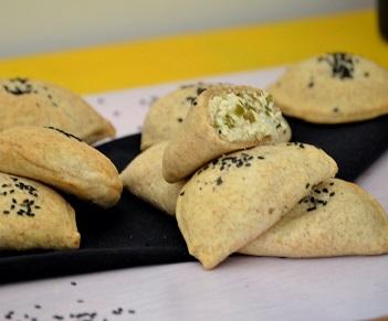 Mini Pastel de Frango com Azeitona Integral (10 unidades). Clique para mais informações.