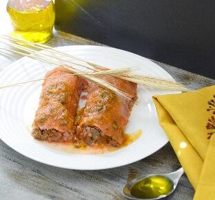 Panqueca Integral de Beterraba com Carne Moída e Molho de Tomate. Clique para mais informações.