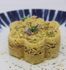 Torta de Grão de Bico com Frango Desfiado. Clique para mais informações.
