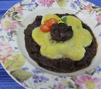 Batata Recheada com Ragu de Funghi