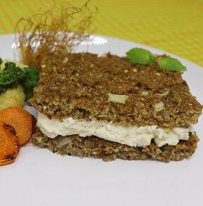 Quibe de Berinjela com Ricota Caseira e Legumes. Clique para mais informações.