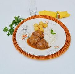 Bife à Rolê Recheado com Linguiça, Arroz e Batata Noisette