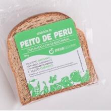 Peito de Peru e Queijo Minas no Pão Integral. Clique para mais informações.