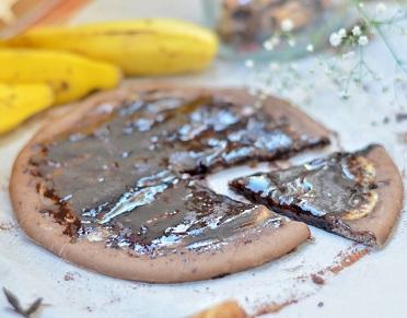 Pizza de Ovomaltine com Banana. Clique para mais informações.