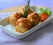Almôndegas de Frango ao Molho de Tomate. Clique para mais informações.