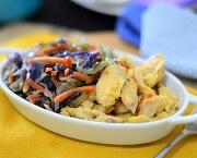 Iscas de frango com açafrão e Salada Oriental Congelado (a). Clique para mais informações.