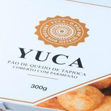Pão de Queijo de Tapioca coberto com Parmesão. Clique para mais informações.